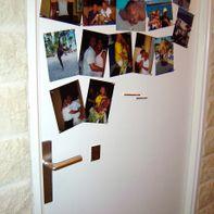Mural fotos con pintura magnética en una puerta