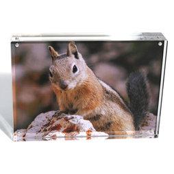 FRM-03, Fotolijst 18 x 13 cm, met magneetsluiting, van plexiglas (doorzichtig), voor staand of liggend formaat