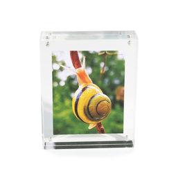 FRM-01, Fotolijstje 11${dec}5 x 9 cm, met magneetsluiting, van plexiglas (doorzichtig), voor staand of liggend formaat
