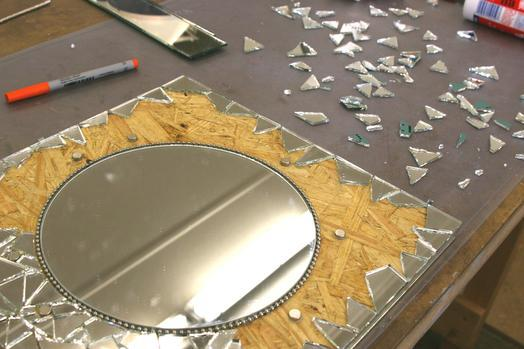 Applications aimants miroir en mosa que avec des fleurs for Miroir adhesif a decouper