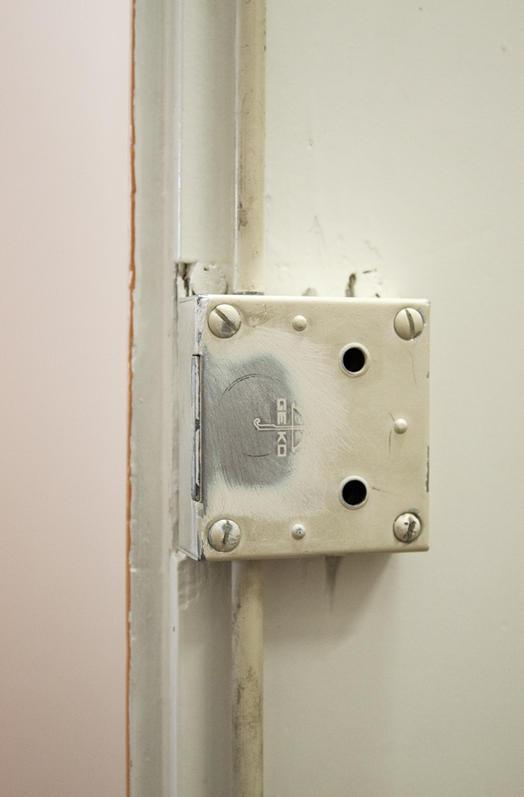 Fermeture Porte Aimant : applications aimants fermer une porte d 39 armoire avec des ~ Edinachiropracticcenter.com Idées de Décoration