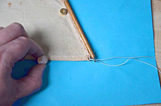 applications aimants faire passer une aiguille travers un ourlet avec un aimant. Black Bedroom Furniture Sets. Home Design Ideas