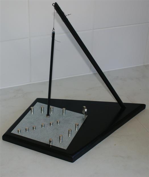 applications aimants fabriquer une pendule magn tique. Black Bedroom Furniture Sets. Home Design Ideas